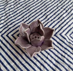 Ceramic Lotus holders (4cll - Lilac)